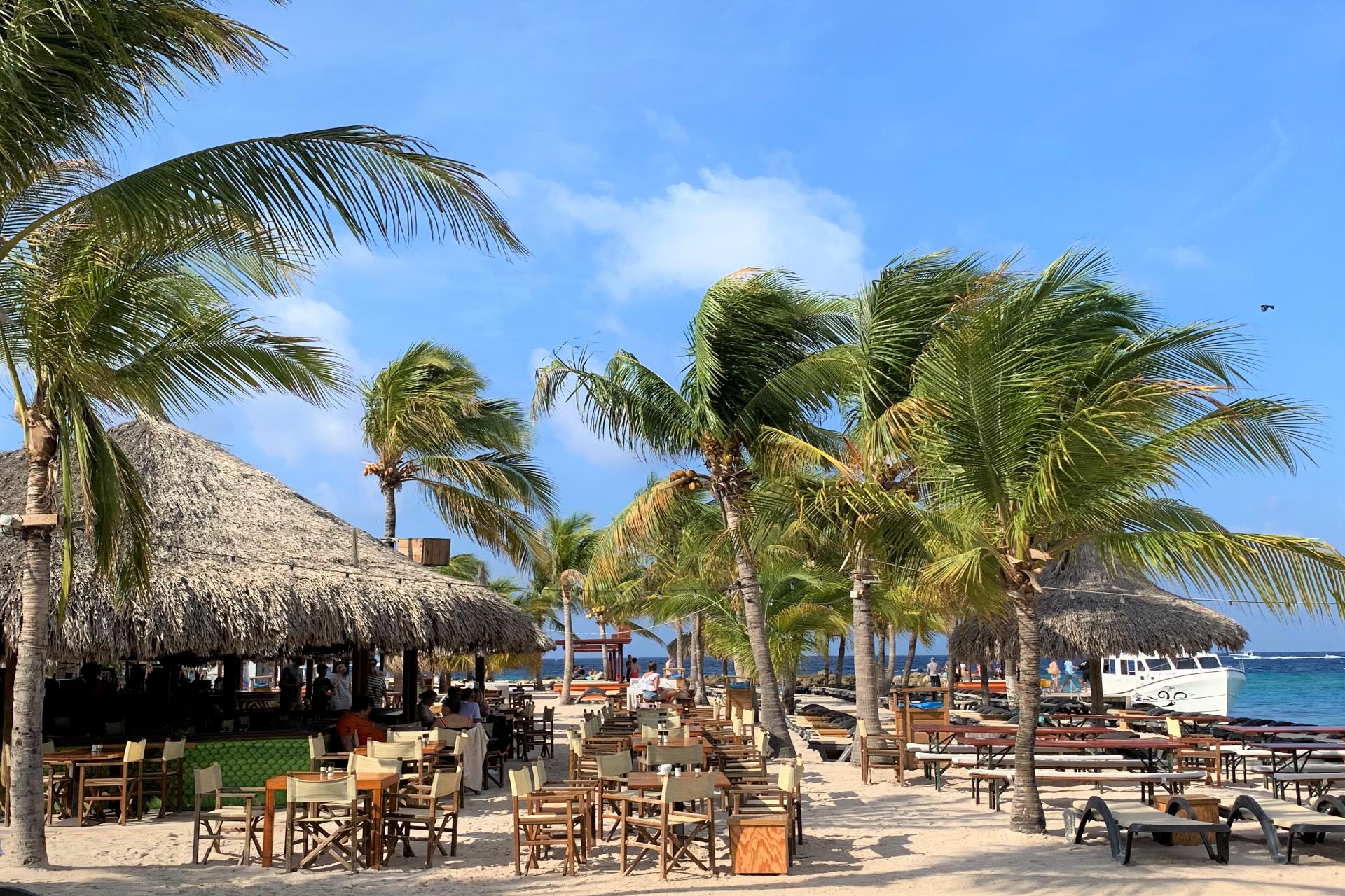 Zanzibar op het strand van JanThiel Beach